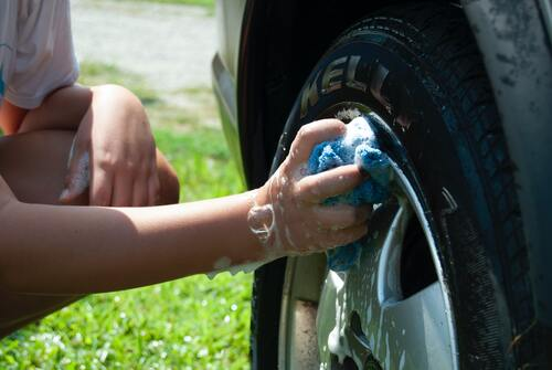 fathers day affordable budget friendly gift ideas washing car