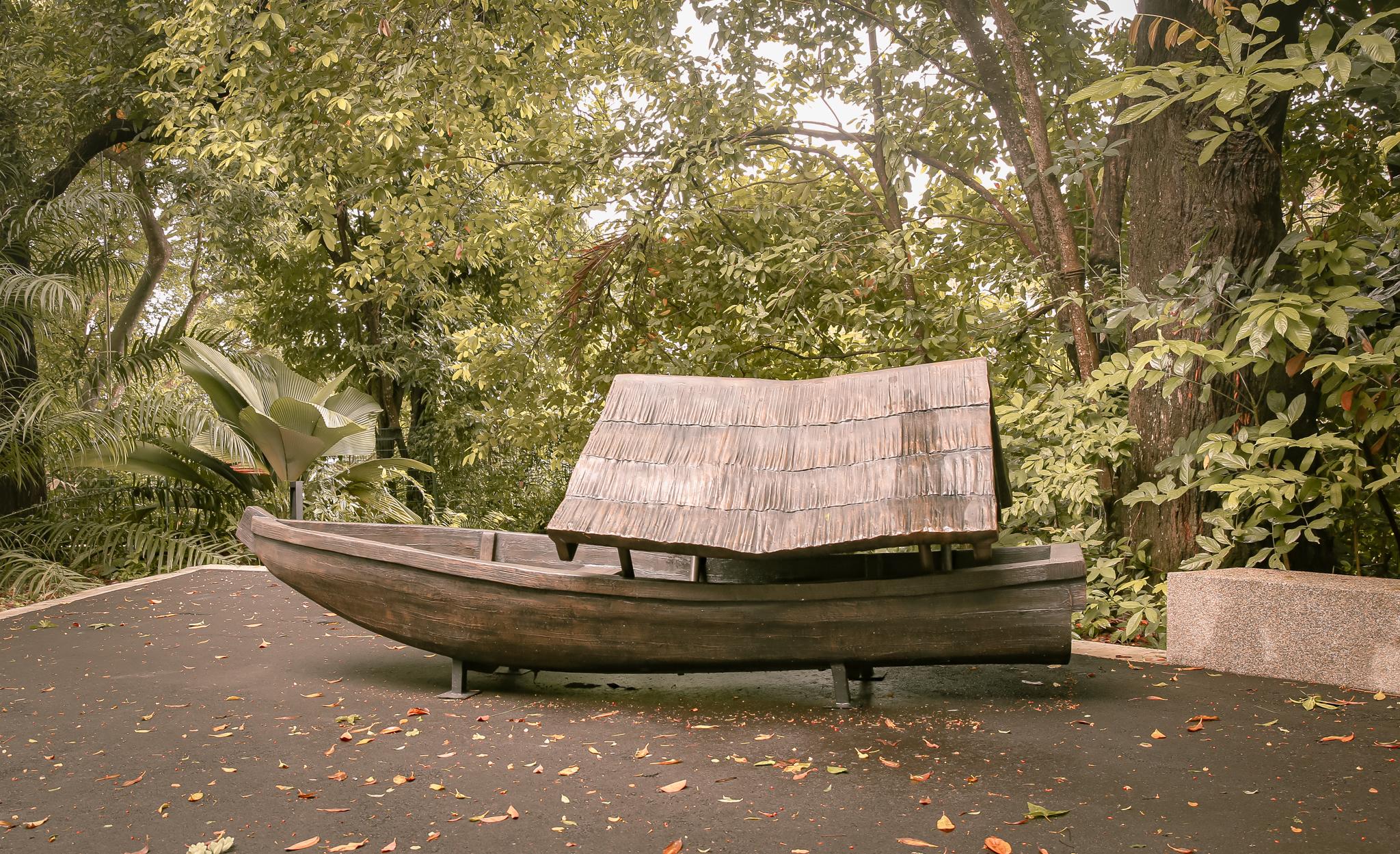 houseboat-reflections-at-bukit-chandu