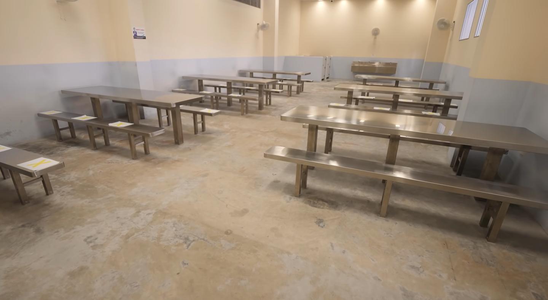 singapore-prison-dining-hall-indoor-yard