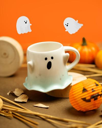 Starbucks-Halloween-Collection-October-Cats-Ghosts-Glow-In-The-Dark