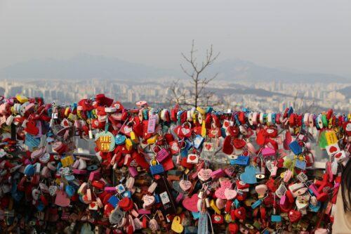 namsan-seoul-tower-heart-padlocks